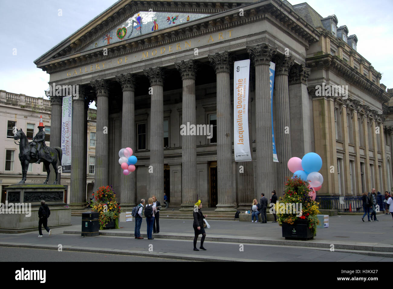 Glasgow Museum Of Modern Art Or Goma With The Famous Statue