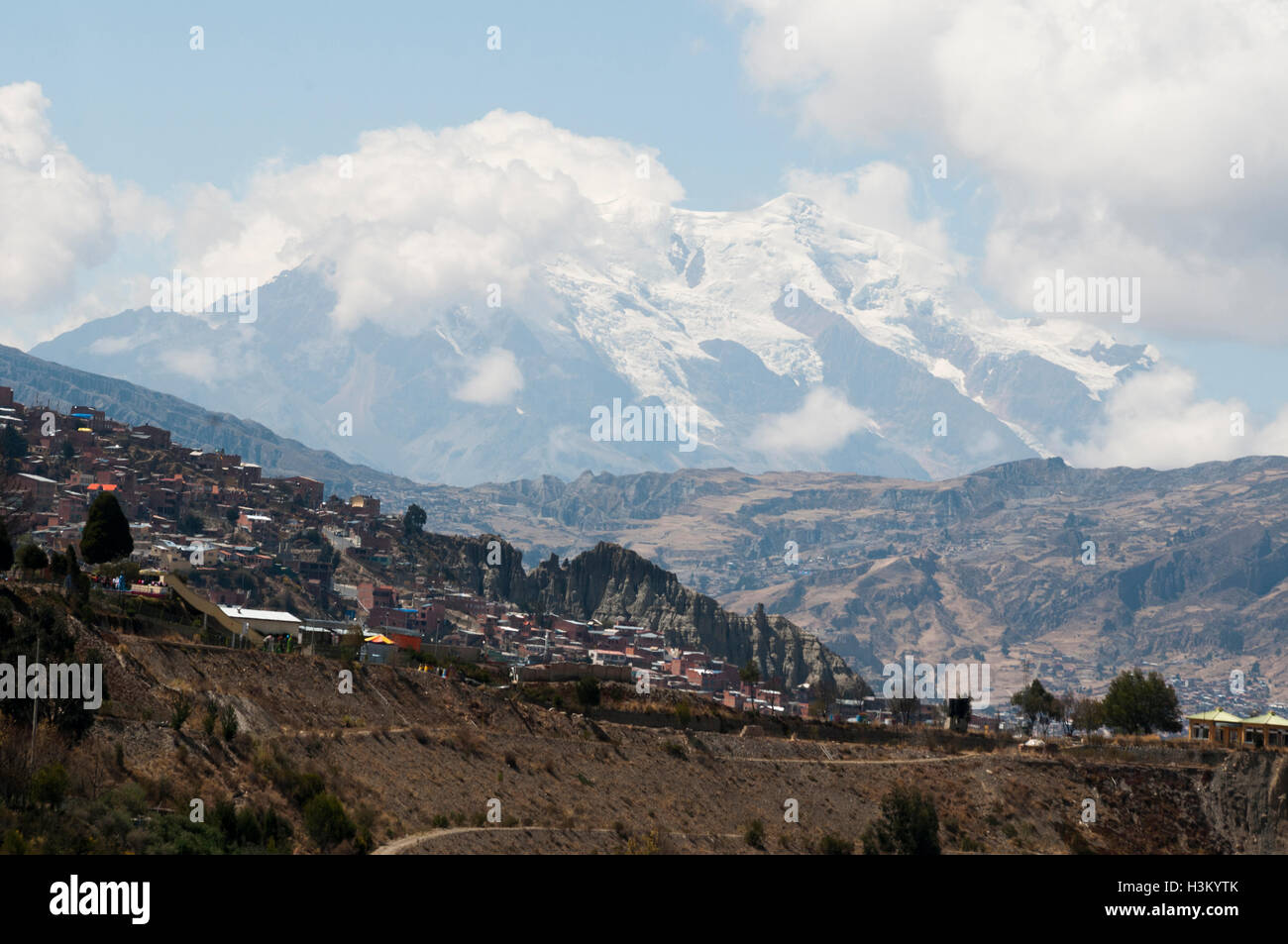 Nevado Illimani, 6442m, an Andean peak in the Cordillera Real outside La Paz, Bolivia - Stock Image