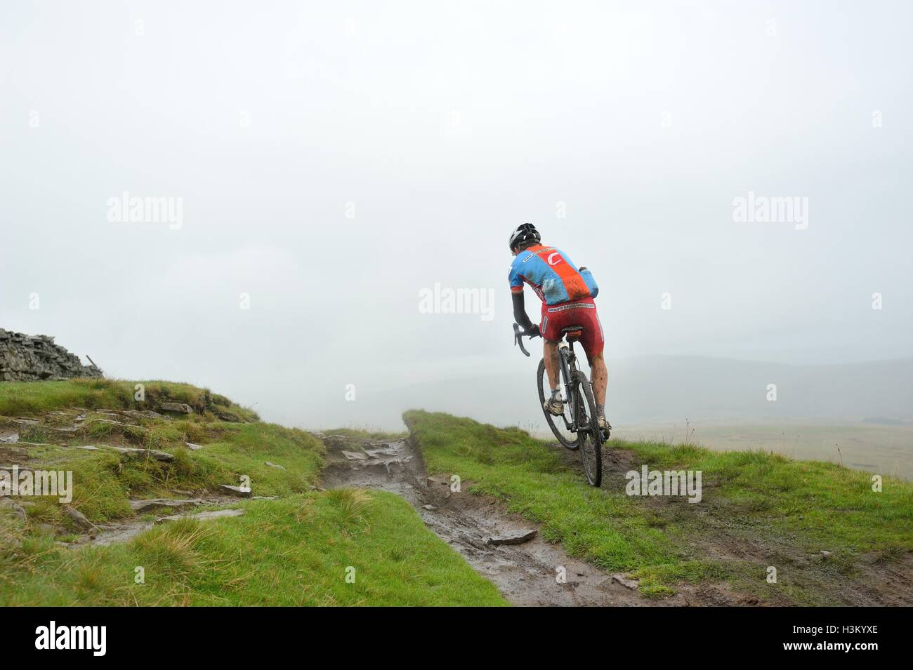 competitors in the 3 peaks cyclocross race on Whernside - Stock Image