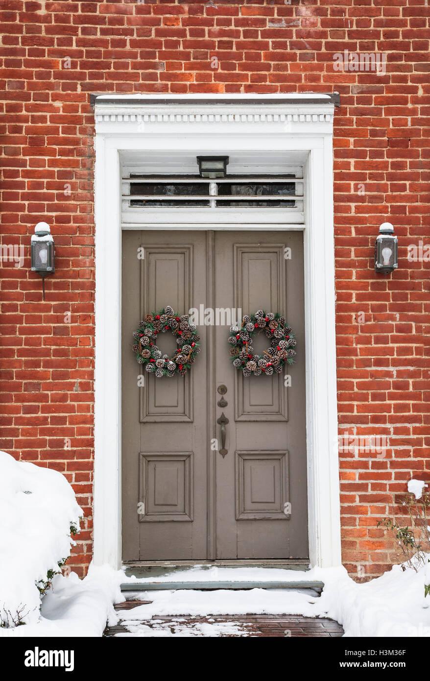 Winter Front Door Wreaths On An Red House Front Door Wreath House Stock Photo Alamy