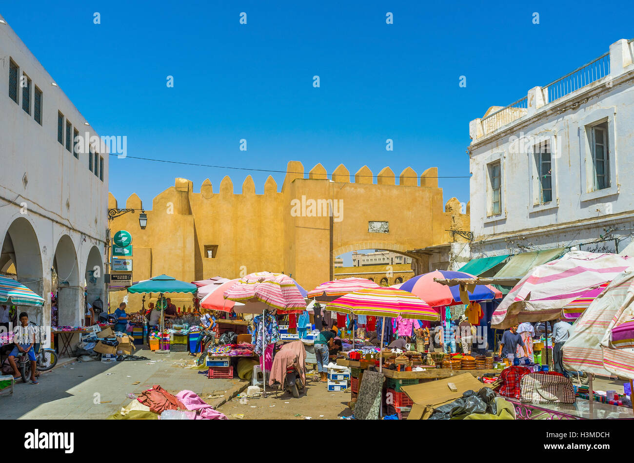 The souq at Bab Jebli gates isn't tourist destination, so it's radically different from neat and clean resort - Stock Image