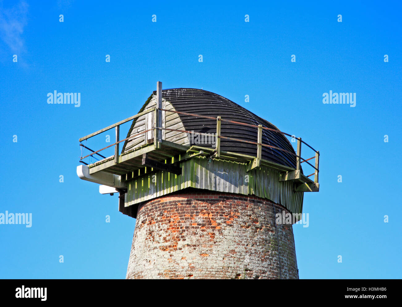 A view of the boat-shaped cap of the redundant drainage mill at Clippesby, Norfolk, England, United Kingdom. - Stock Image