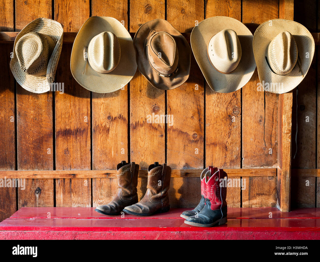 WY01072-00...WYOMING - Hat and boot room at the CM Ranch near Dubois. - Stock Image
