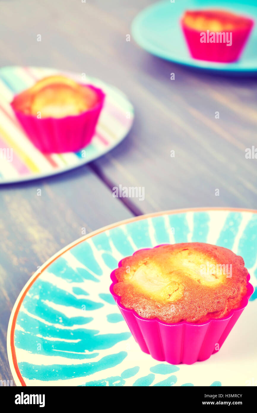 Vintage toned homemade muffin cup cakes on a plate, shallow depth of field. - Stock Image