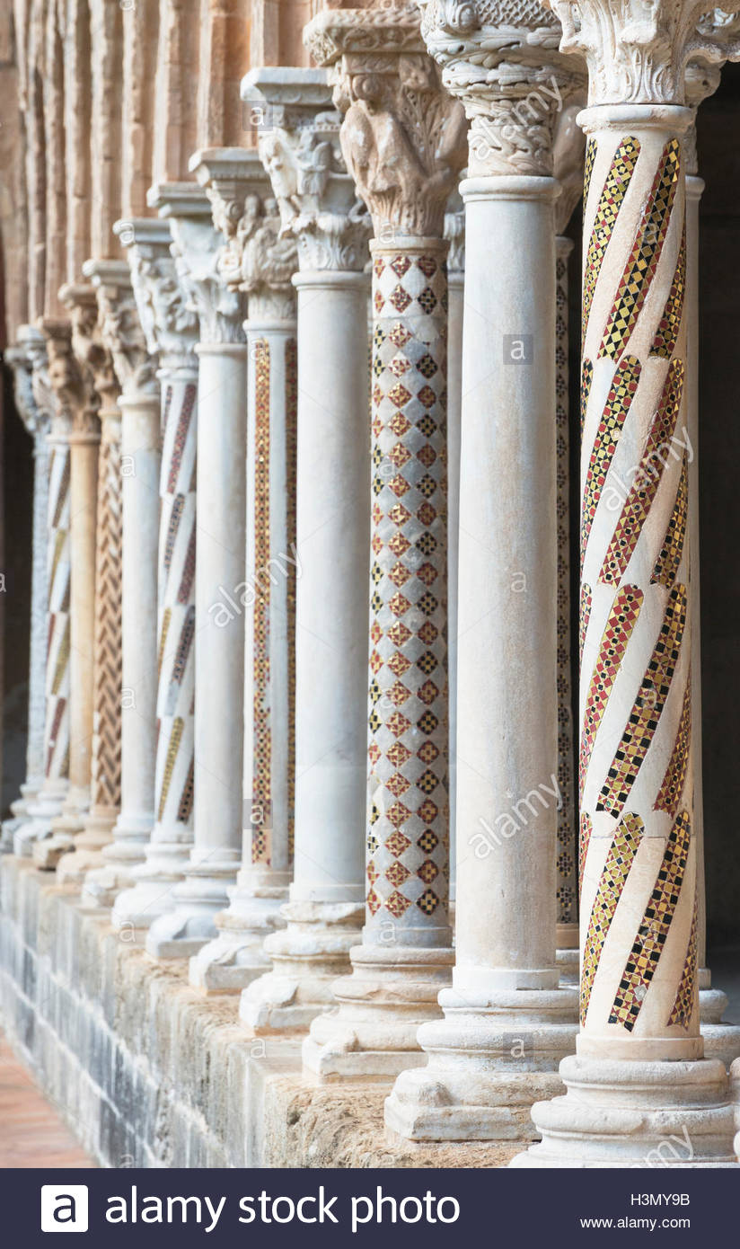 Row of cloister columns at Cathedral of Monreale, Palermo, Sicily, Italy - Stock Image
