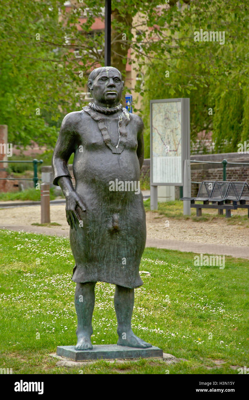 Statue depicting a proud noose bearer, protesting the taxes imposed by emperor Charles V in Ghent, flanders - Stock Image
