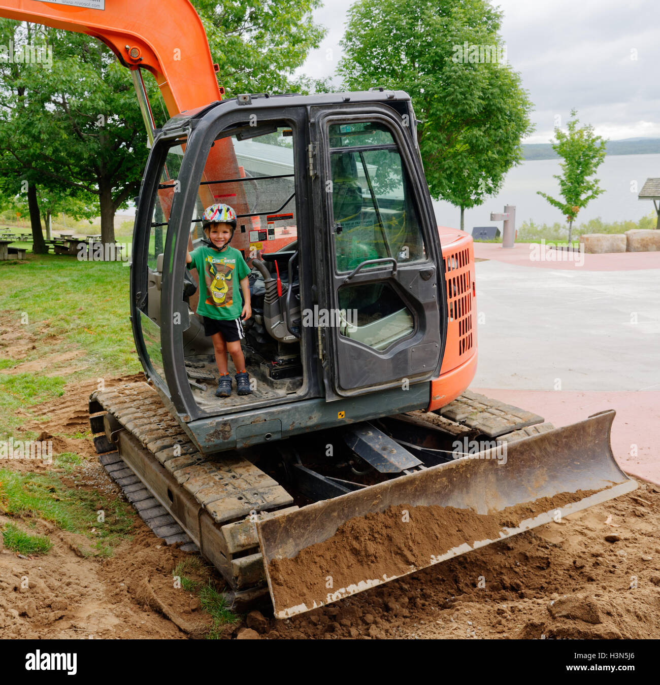 A Young Boy 4 Yrs Old Sitting A Jcb Excavator Cabin Pretending To Stock Photo Alamy