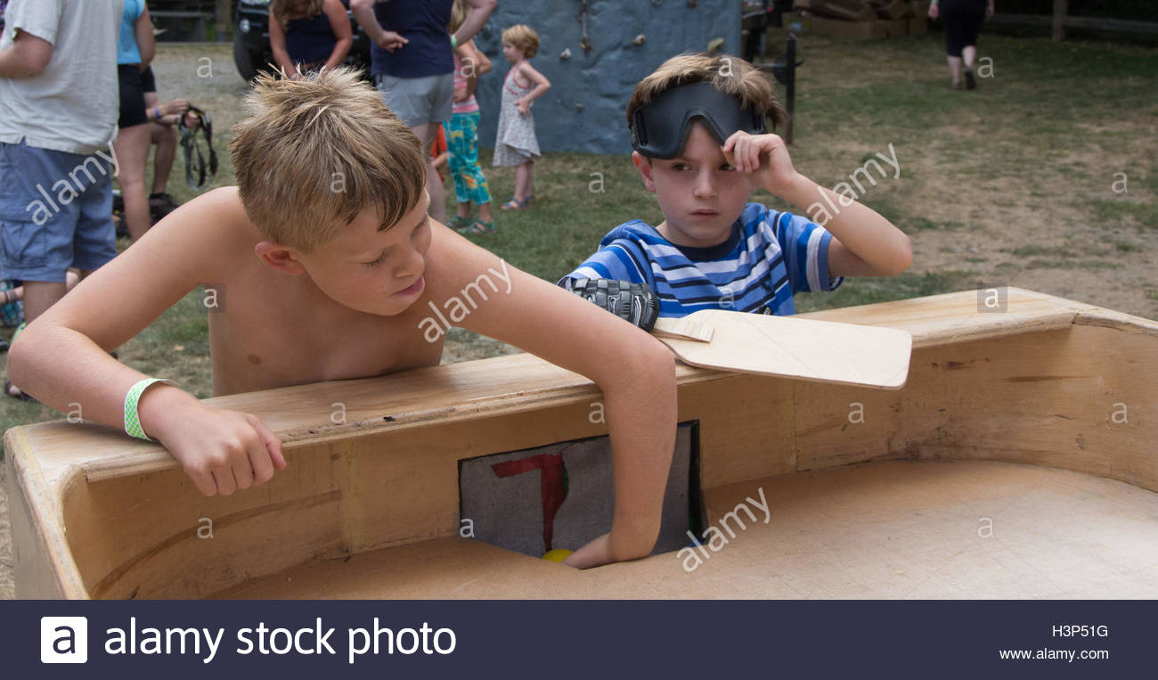 Two kids playing showdown - Stock Image