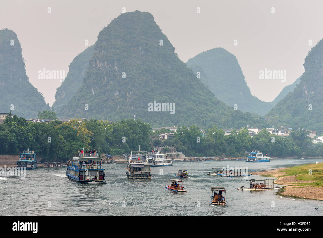 Tourist Boats traffic in cloudy weather on the Li River, Yangshuo Stock Photo