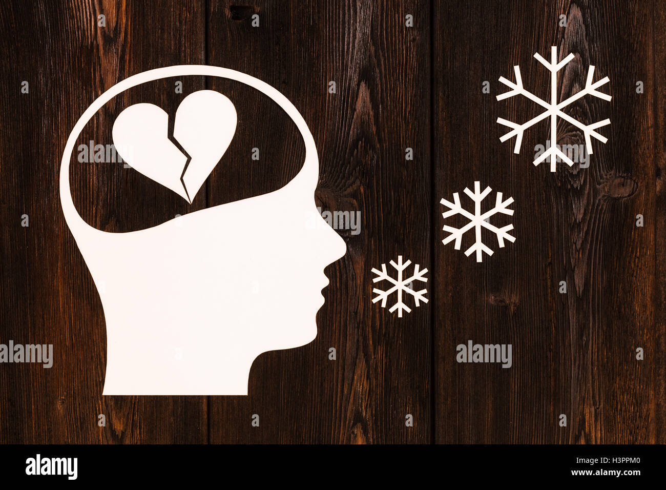 Paper head with broken heart inside. Abstract conceptual image, copyspace - Stock Image