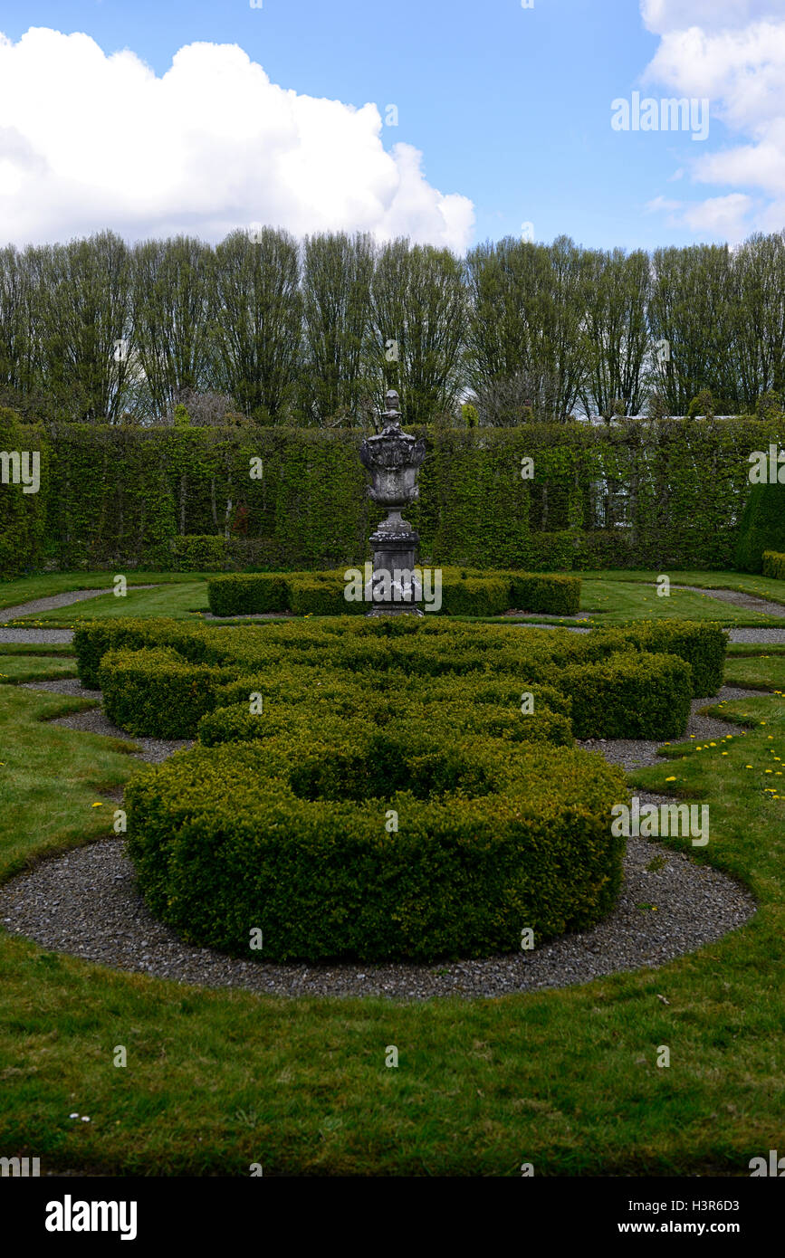 Topiary Hedge Stock Photos & Topiary Hedge Stock Images - Alamy on