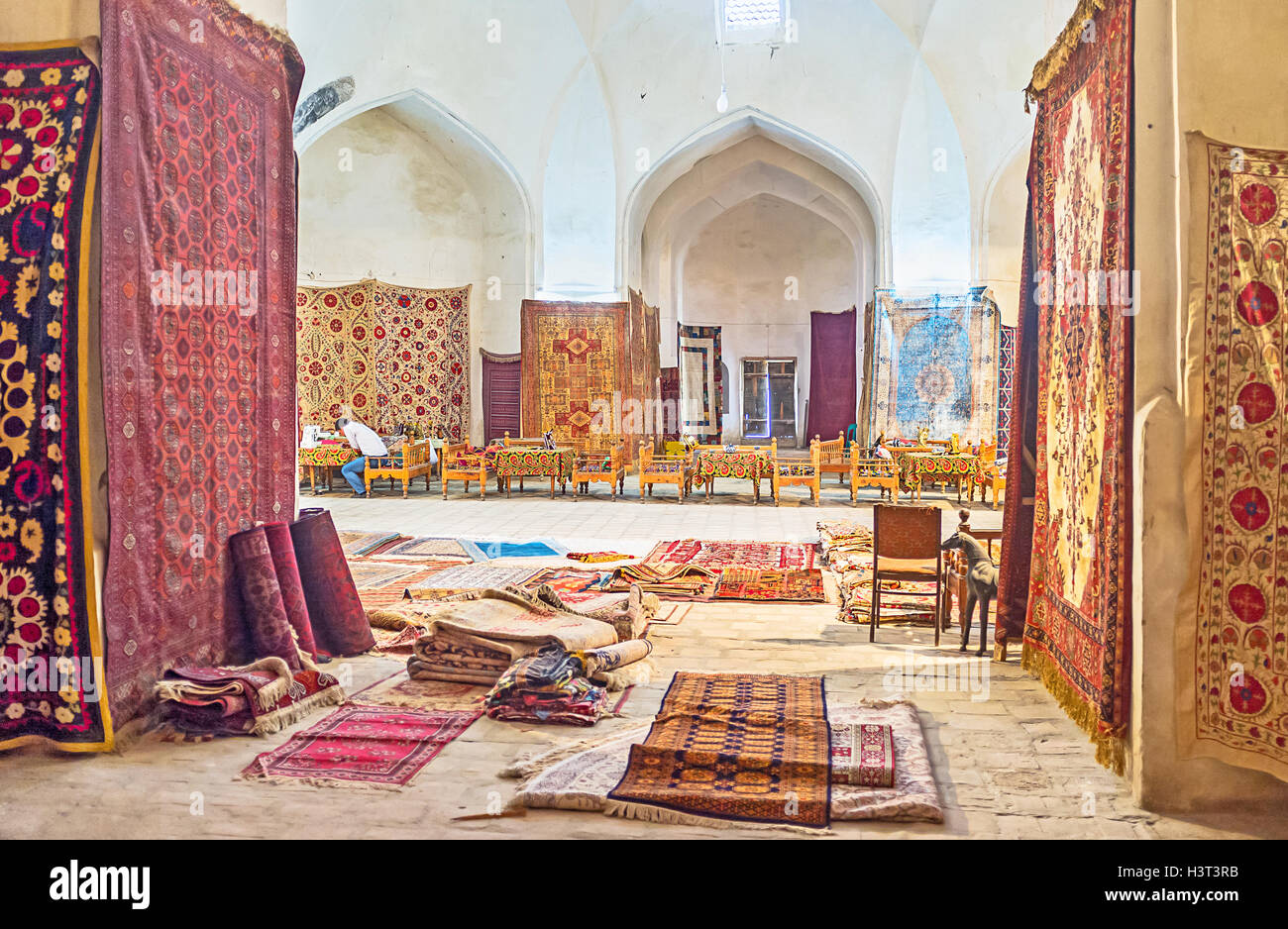 the tiny cafe in the middle of the trading dome surrounded by the numerous carpets and other traditional goods in bukhara