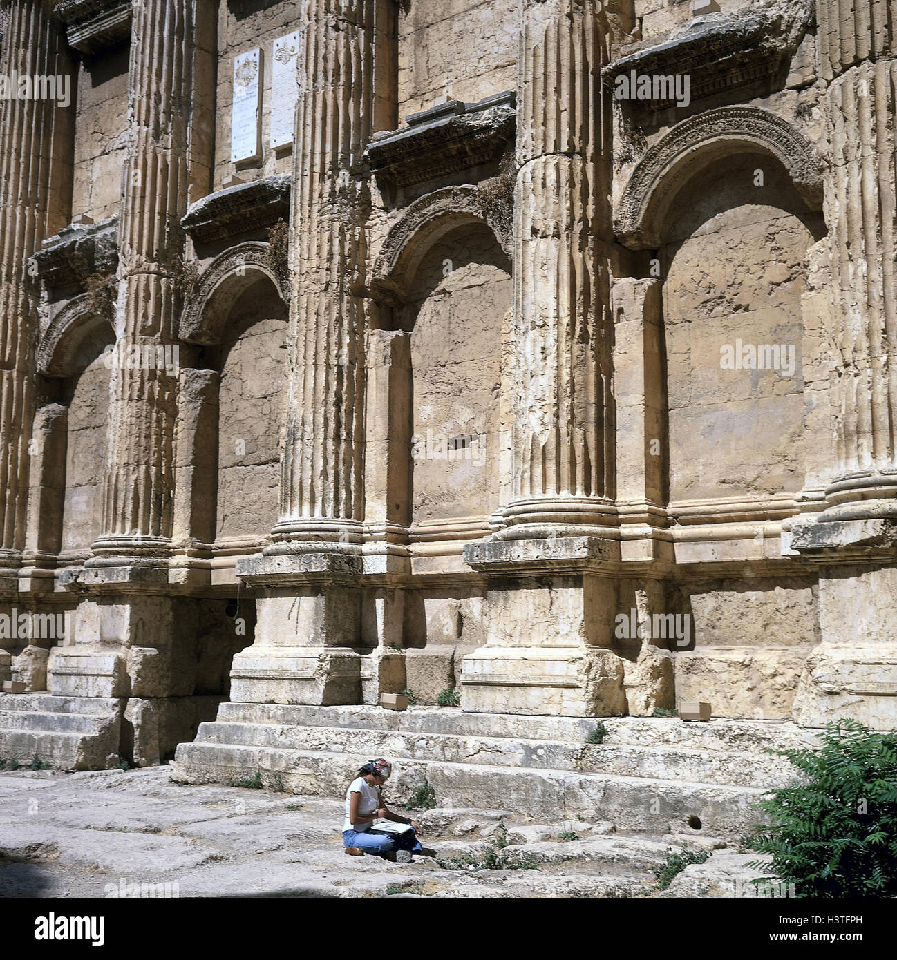 Lebanon, Baalbek, Baccus temple, woman, sit, sign, the Near East, Balbek, buildings, structure, architecture, architecture, - Stock Image