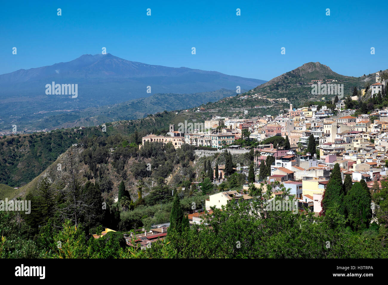 The hilltop city of Taormina with Mount Etna, Sicily, Italy - Stock Image