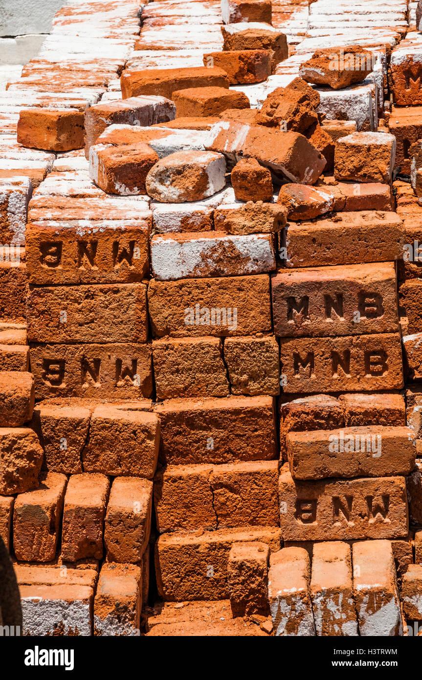 Stacked red bricks, full-frame, Usilampatti, Tamil Nadu, India - Stock Image
