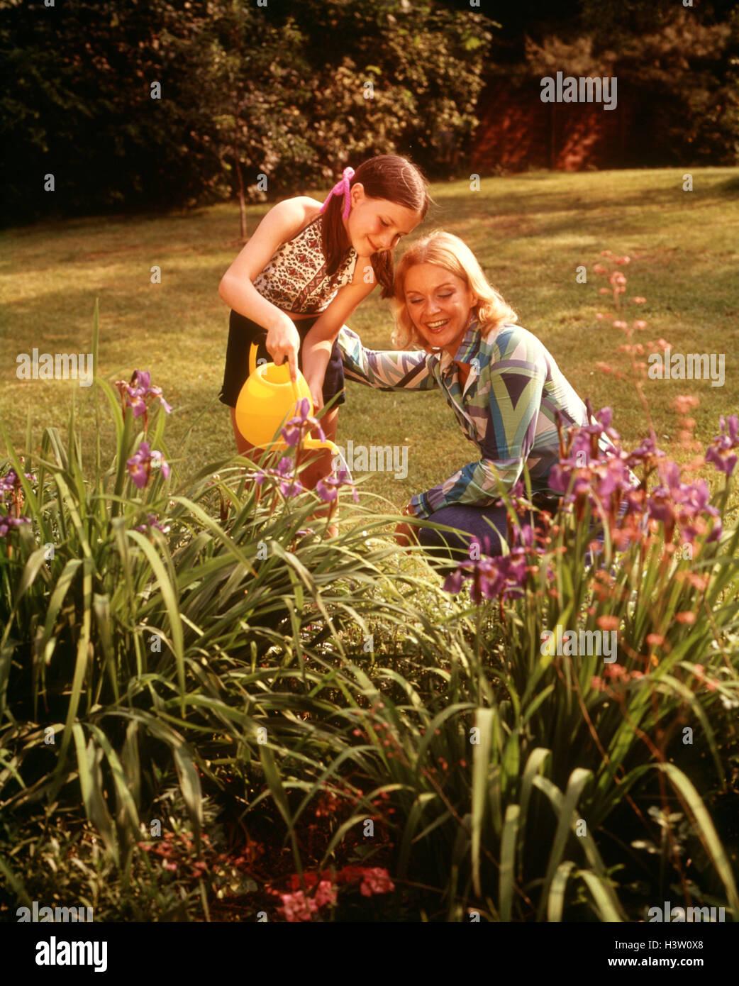 1970s MOTHER & CHILD BACKYARD IRIS FLOWER GARDEN DAUGHTER HOLDING ...