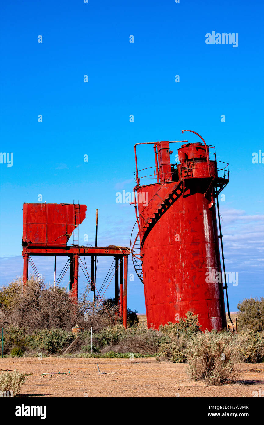 Decaying remains of old water treatment plant at Curdimurka rail siding on Old Ghan rail line. - Stock Image