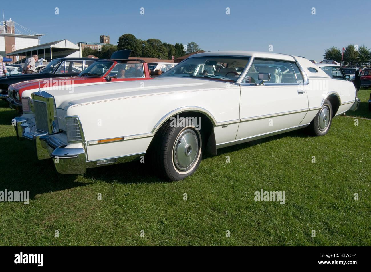 Lincoln continental American spare wheel hump - Stock Image