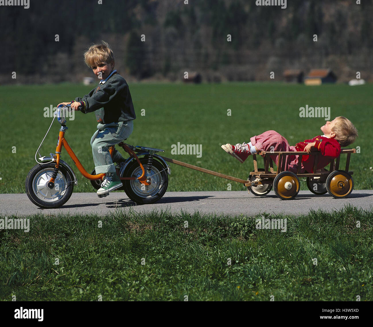 Country lane, boy, bicycle driving, brother, conductor carriage, drag, outside, excursion, game, play, children, - Stock Image