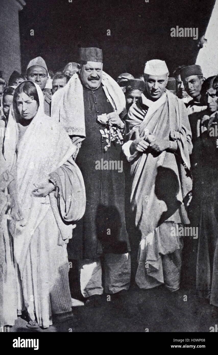Photograph of Jawaharlal Nehru and Tassaduq Ahmad Khan Sherwani - Stock Image