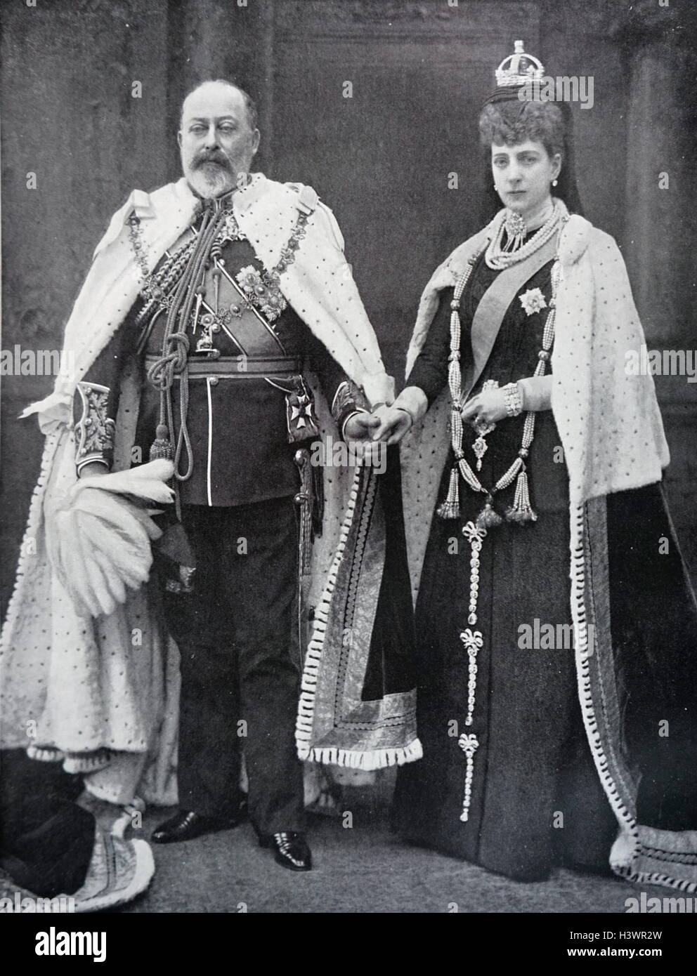 Photograph of Edward VII and Queen Alexandra of Denmark wearing the robes in which they would open Parliament - Stock Image
