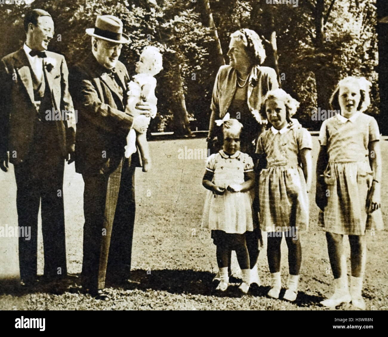 Photograph of Princess Juliana of the Netherlands (1909-2004), Sir Winston Churchill (1874-1965) and Prince Bernhard of Lippe-Biesterfeld (1911-2004) with their children. Dated 20th Century Stock Photo