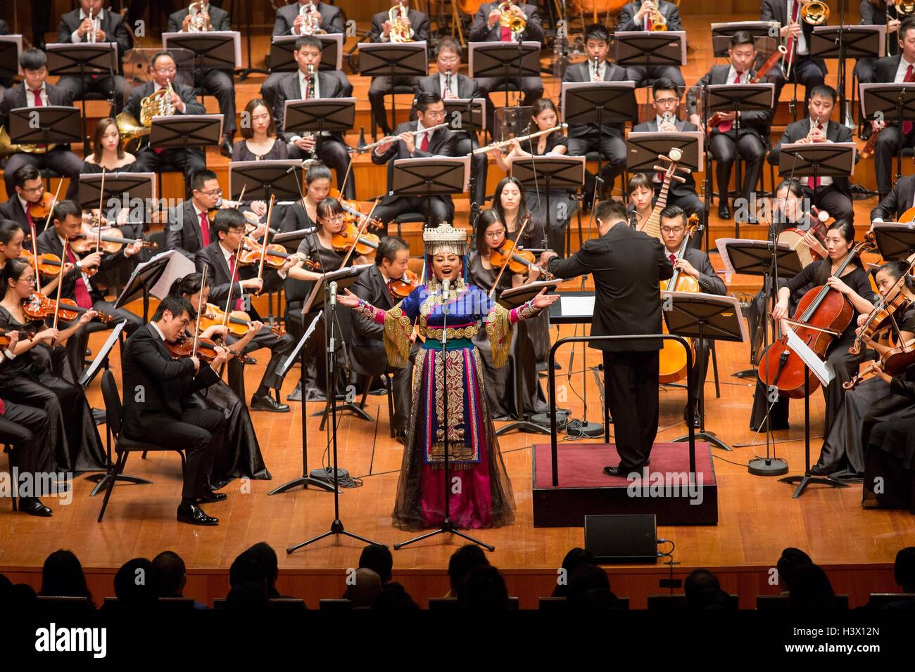 Beijing, China. 12th Oct, 2016. Soprano Alu Azhuo performs during the premiere of the concert 'The Long March' - Stock Image