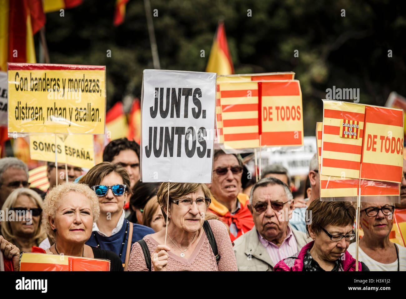 Barcelona, Spain. 12th October, 2016:  Thousands of anti-separatist Catalans fill Barcelona's Catalonia Square - Stock Image