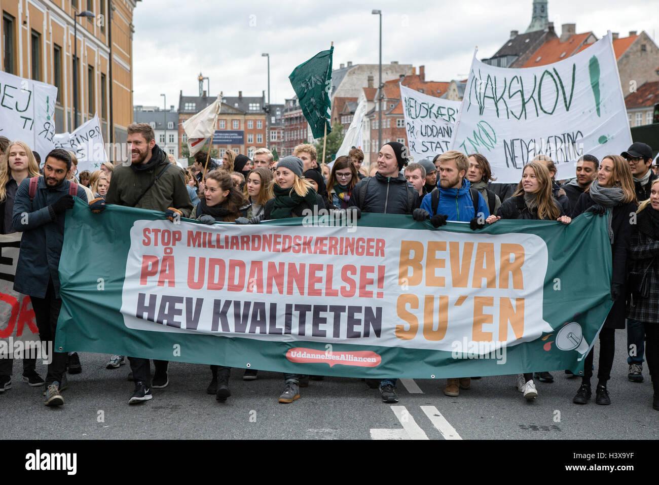 Copenhagen, Denmark. 13th Oct, 2016. Denmark, Copenhagen, October 13th. Several thousand students demonstrate against Stock Photo