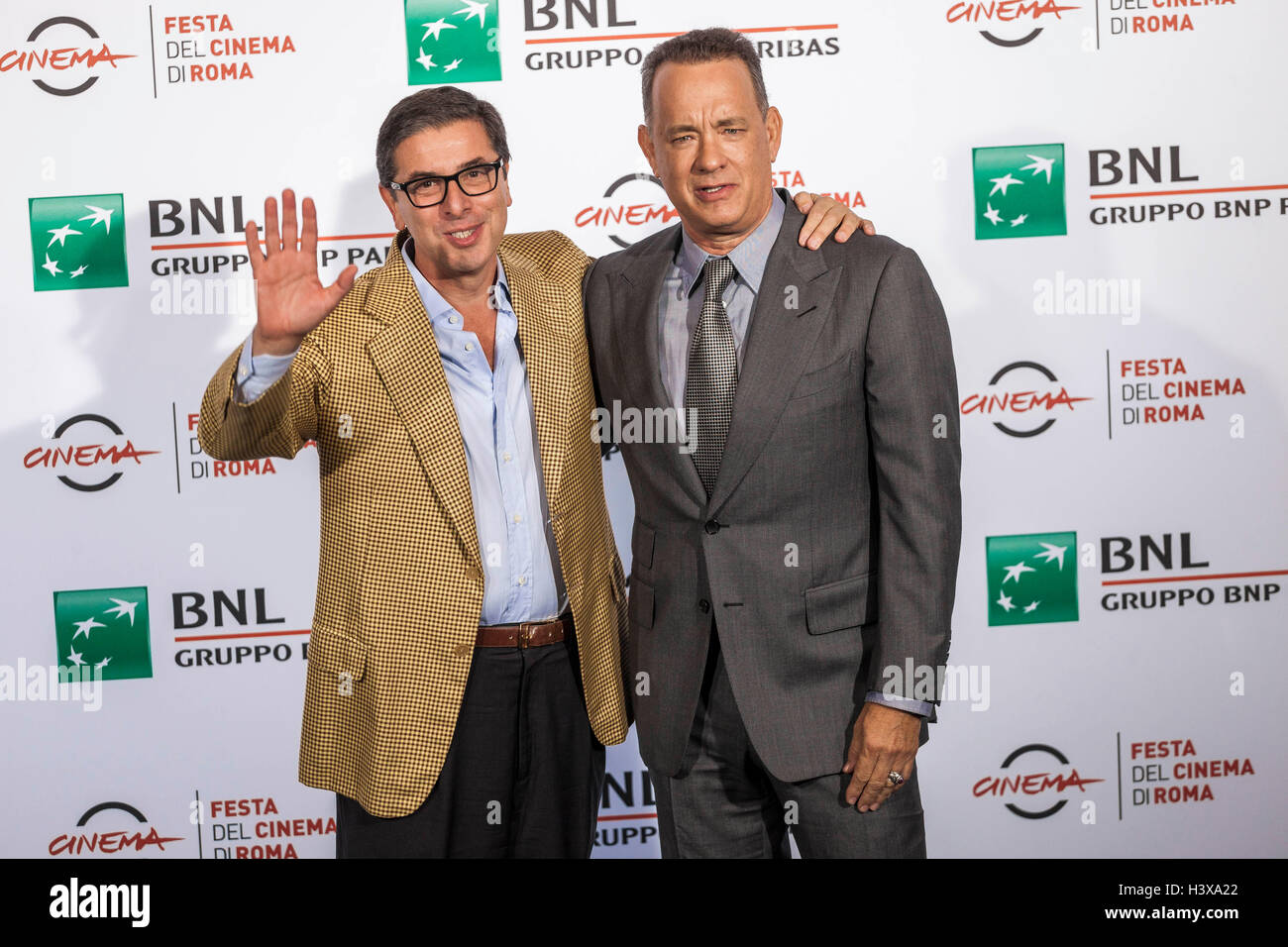Rome, Italy. 13th October, 2016. Tom Hanks attends a photocall during the 11th International Rome Film Festival. The 11th Rome Film Festival will be held from 13th to 23rd October 2016 at the Auditorium Parco della Musica and in other venues throughout the city. The event hosts a large and challenging programme of screenings, master classes, tributes, retrospectives, panels, and special events. Credit:  Giuseppe Ciccia/Alamy Live News Stock Photo