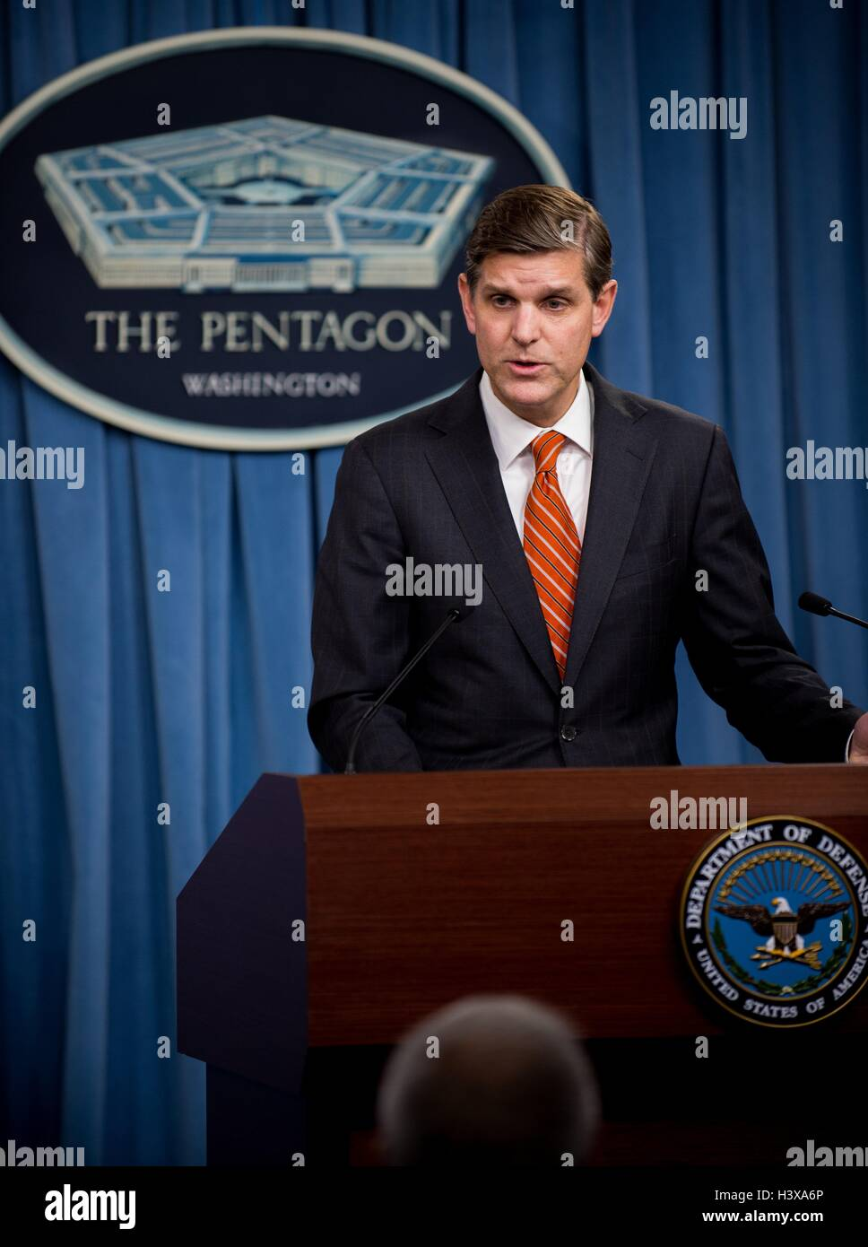 Arlington, United States. 13th Oct, 2016. Pentagon Press Secretary Peter Cook briefs reporters on Houthi rebels - Stock Image