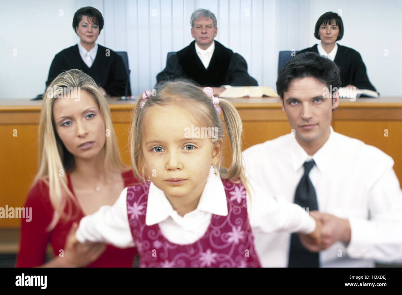 Separation, custody, courtroom, judge, sollicitors, couple, fight, custody, subsidiary hearing, negotiations, dish, - Stock Image