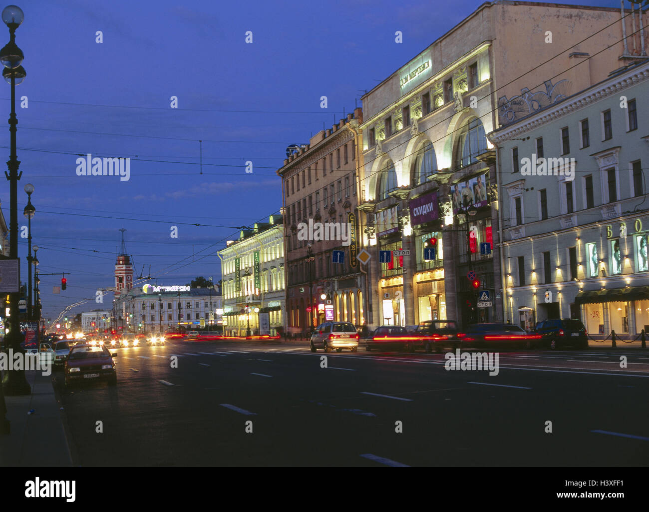 Russia, Saint Petersburg, Newskij brochure, street scene, evening Eurasia, Europe, East, Europe, Rossiskaja Federazija, - Stock Image