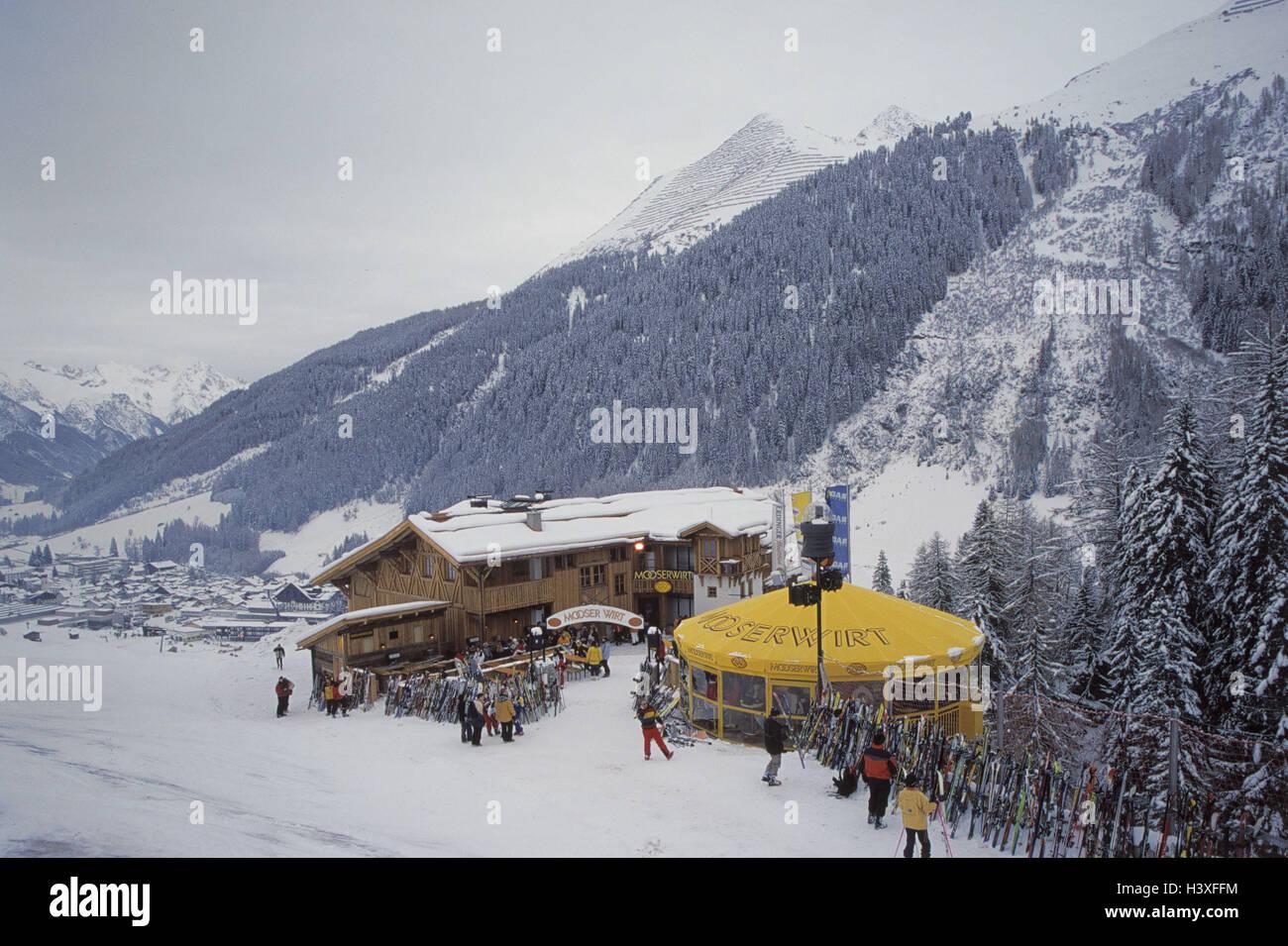 Austria, mountain Arl, St. Anton, ski hut, snow bar Mooserwirt, ski hut, Aprés ski, Apres ski, winter scenery, - Stock Image