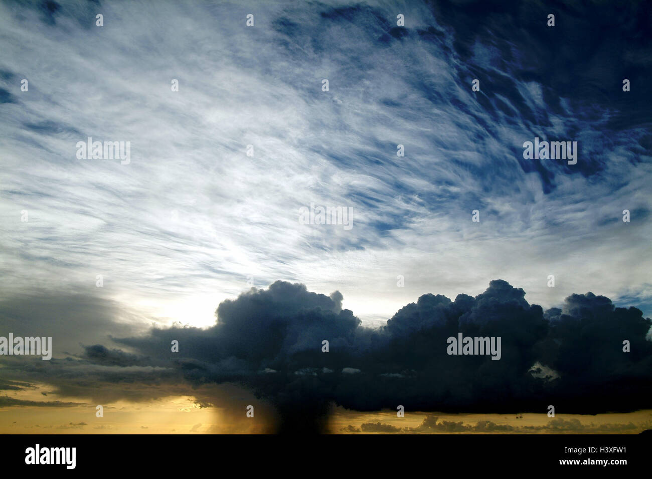 heaven, cloud mood,   Time of day, mornings, daybreak, morning light, sunrise, twilight, twilight, clouds, cumulus - Stock Image