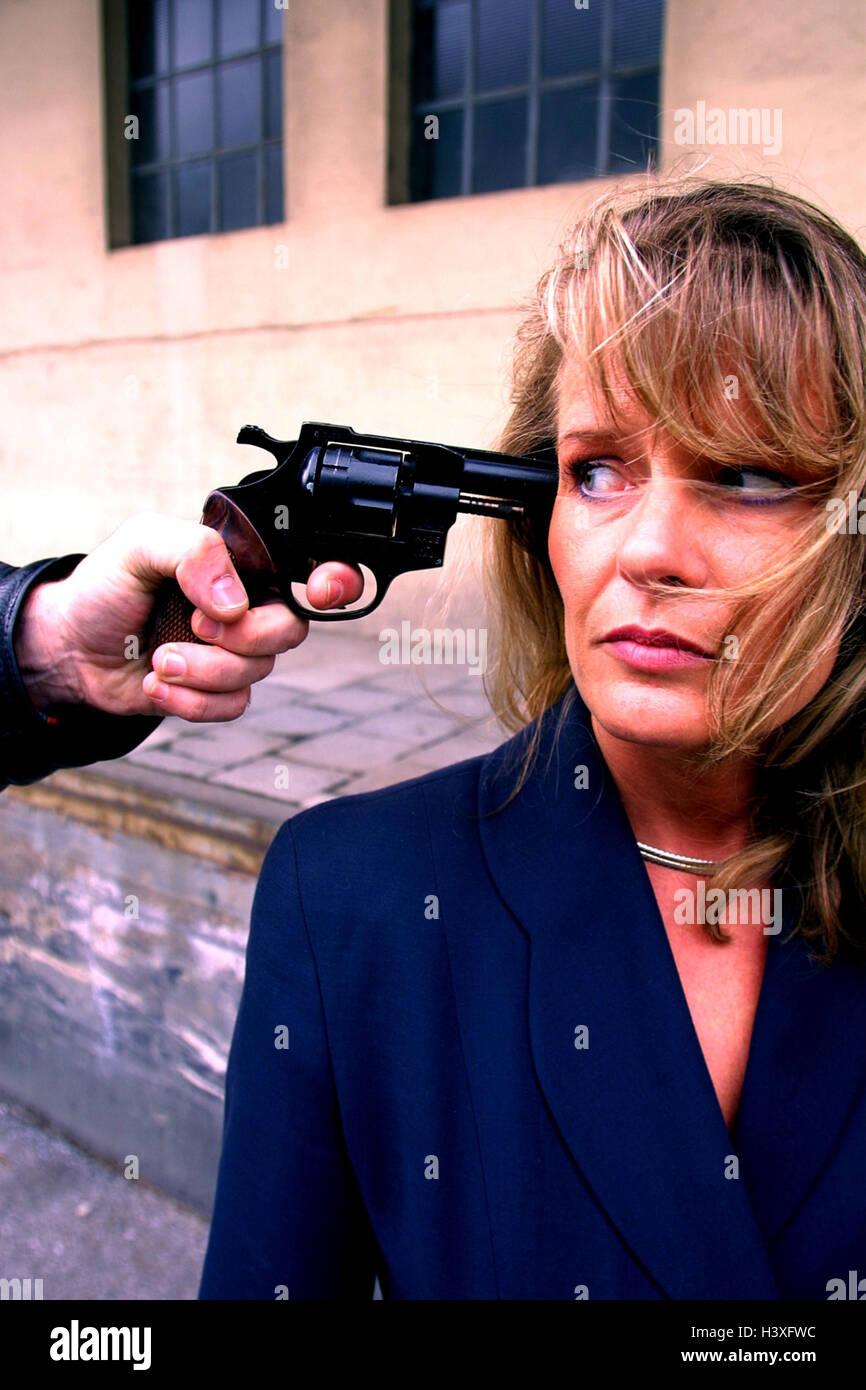 Man, woman, threat, revolver, readiness for violence criminal activity, criminal, criminal, power, weapon, threaten, - Stock Image