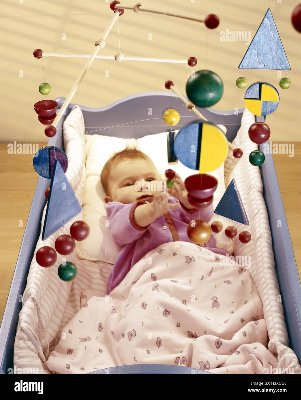 Cot, baby, mobile, inside, bed, child cradle, cradle, child, lie, child mobile, toys, toys, activity, from above Stock Photo