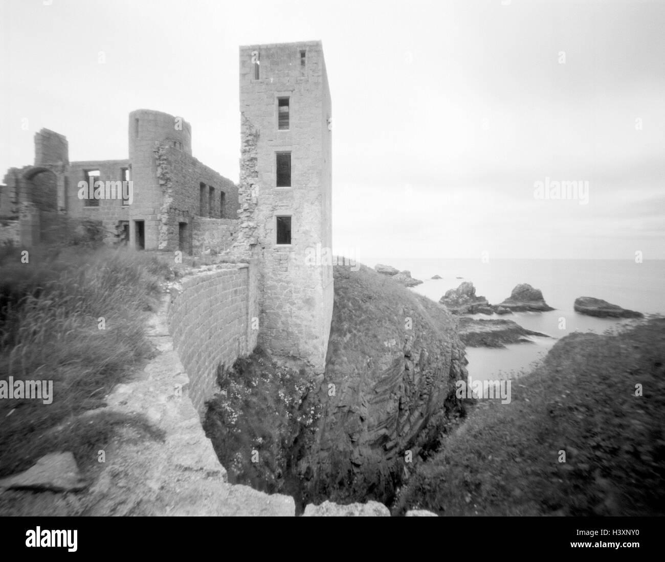 Great Britain, Scotland, coast, Slains Castle, b/w, west coast, scenery, castle, fortress, castle ruin, structure, - Stock Image