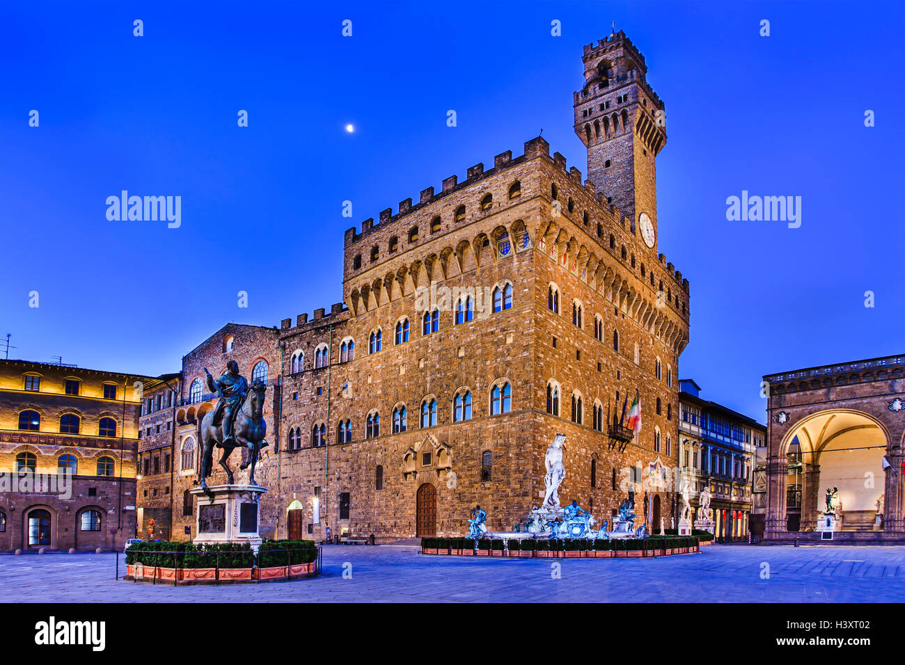Florence Vecchio palace, square and surrounding landmarks at sunrise when no tourists around - Stock Image