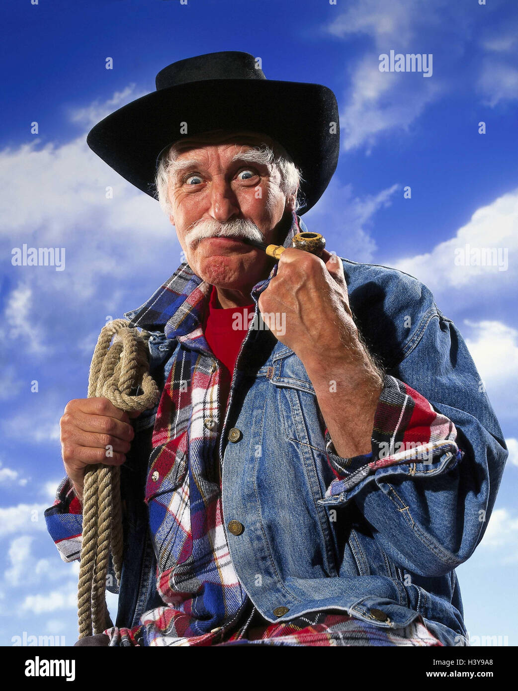 Senior, 'cowboy', whistle, lasso, facial play, decided, energetically, half portrait, cloudy sky Senior, - Stock Image