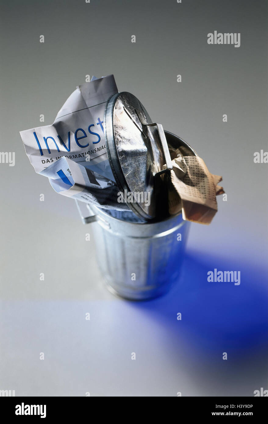 Icon, stock exchange, losses, garbage tonne, financial newspapers, Still life, product photography, slump, economy, - Stock Image