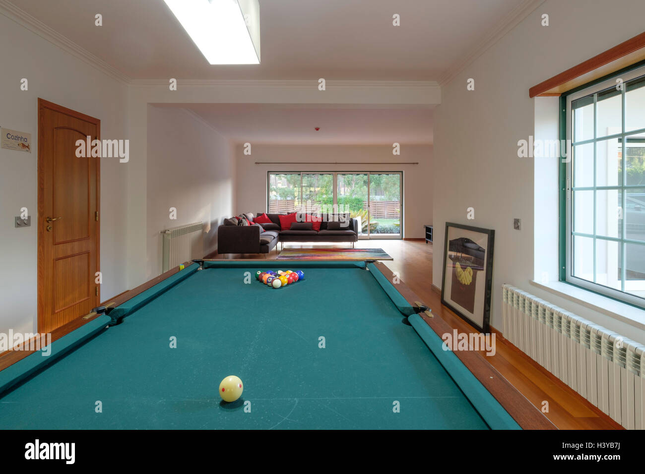 Billiards table in game room at home - Stock Image