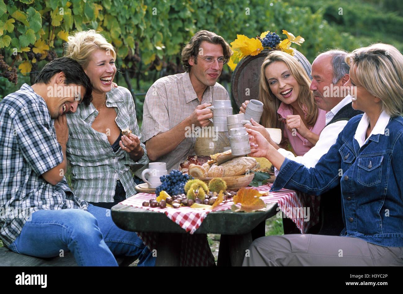 Vineyard, group, men, women, törggelen, outside, lifestyle, clique, table, sit, drink, leisure time, person, - Stock Image