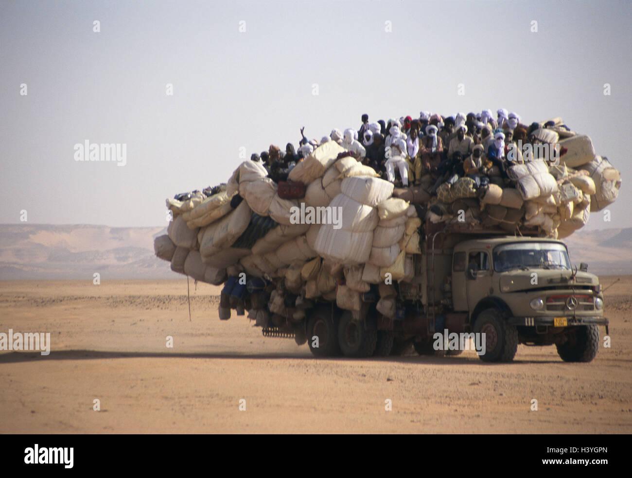 Chad, Borkou, wadi Doum, Sand runway, truck, overcrowds, Central, Africa, landlocked country, Sahara, desert, wild - Stock Image