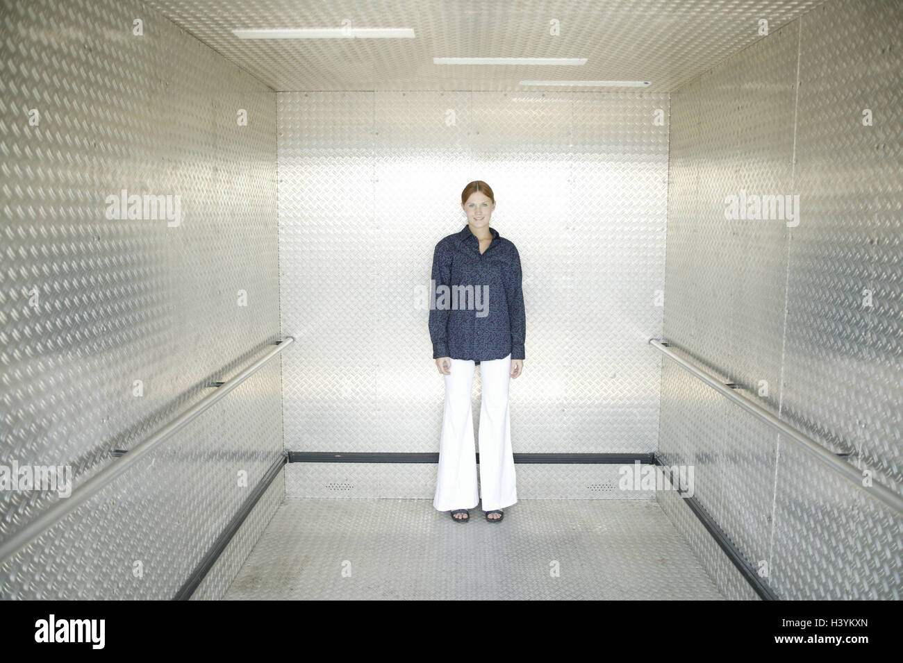 Lift, woman, young, friendly, 15 - 20 years, young persons, trainees, trainee, lift, lift, stand, course, openly, - Stock Image