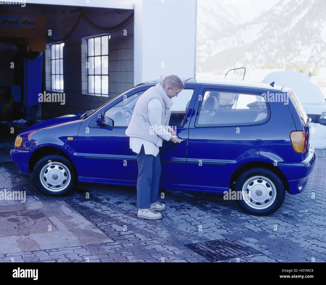 Washing Car In Winter >> Car Wash Car Woman Young Door Lock Defrost Winter