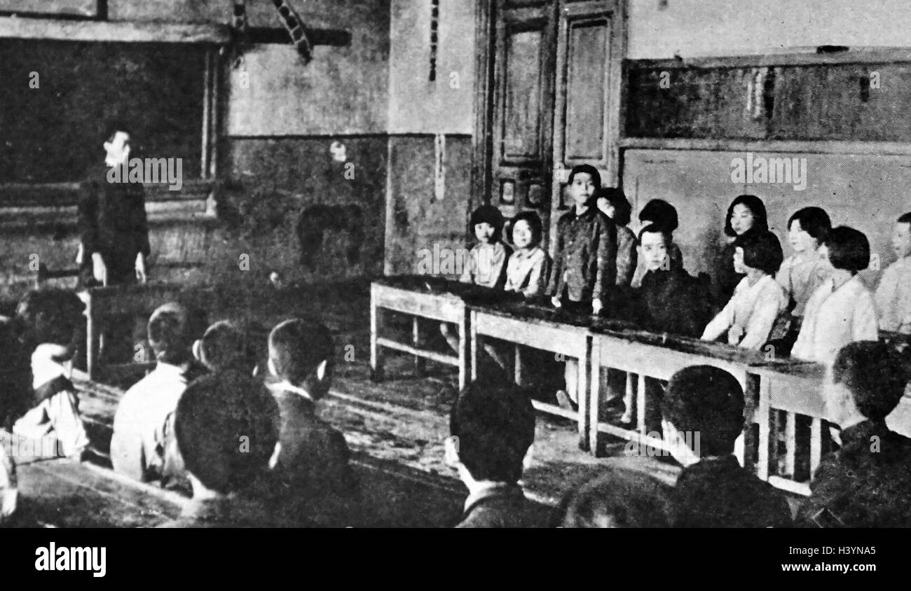Photograph of young Japanese students discussing 'self-government problems' in the classroom - Stock Image