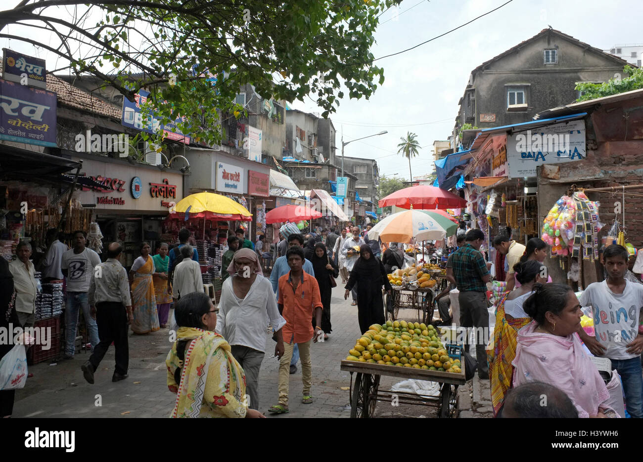 busy Street scenes kurla, Mumbai, India - Stock Image