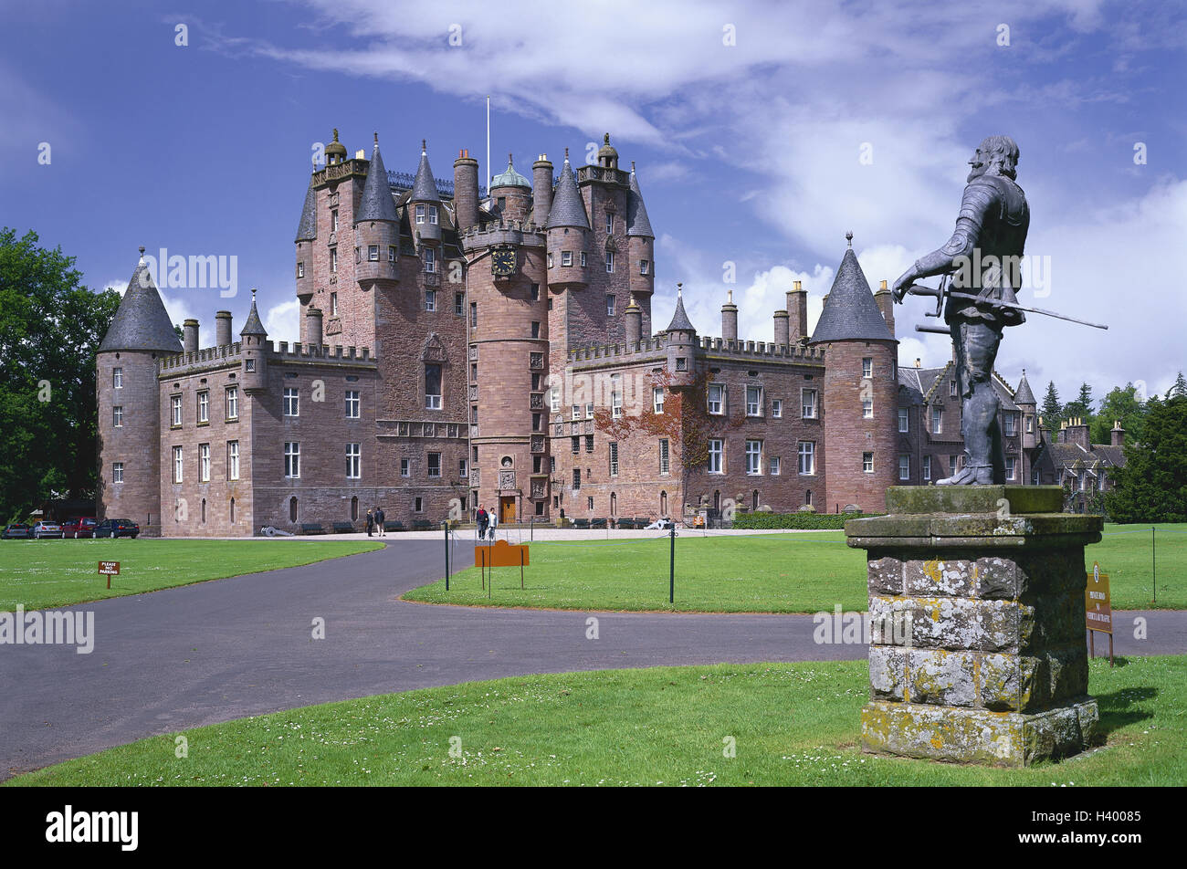 Great Britain, Scotland, Tayside, Glamis Castle, statue, England, park, mansion, - Stock Image