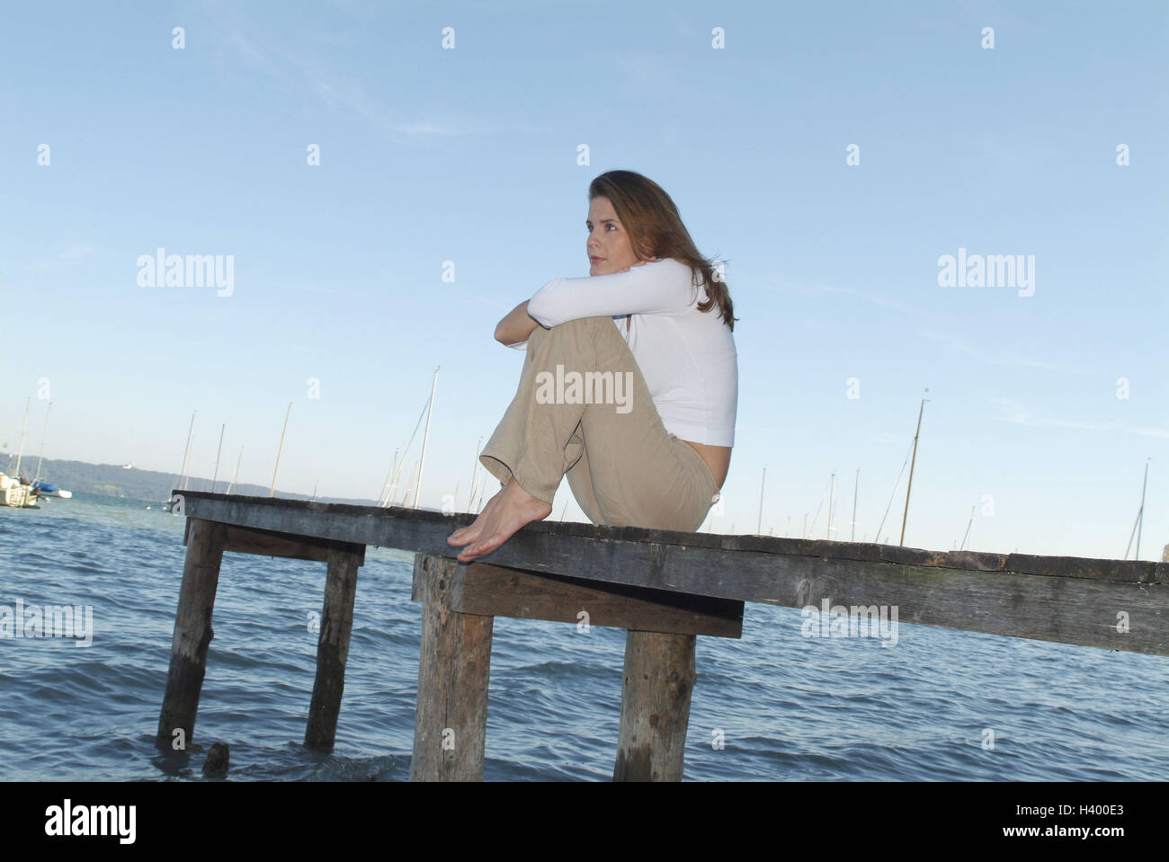 Lakes, wooden jetty, woman, young, sit, take it easy, enjoy Ti5, bridge, 28 years, leisure time, rest, loneliness, - Stock Image